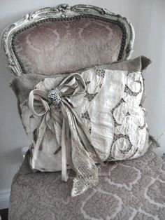shabby so pretty. Shabby Chic Vintage, Shabby Chic Decor, French Chic, French Grey, French Country, Linens And Lace, Romantic Homes, Antique Lace, Vintage Fabrics
