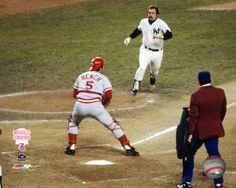 Johnny Bench vs Thurman Munson, 1976 World Series Yankees Pictures, Baseball Pictures, Cincinnati Reds Baseball, Baseball Star, Baseball Cards, Mlb Reds, Baseball Classic, Johnny Bench