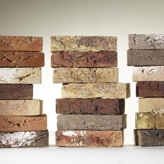The Edelstenen range is colourful and expressive. The hand-shaped facing bricks are sanded and have white accents. The Wasserstrich versions are characterized by their natural appearance. Cladding Materials, Cladding Systems, Brick Projects, Textures And Tones, Brick Design, Hand Shapes, Bricks, Clay