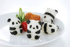 Your rice balls will never be boring with the Baby Panda Onigiri Set! Easily create small rice balls shaped baby panda with this set. Panda Sushi, Panda Panda, Panda Food, Cute Food, Yummy Food, Kreative Snacks, Bento And Co, Cute Bento, Bento Recipes