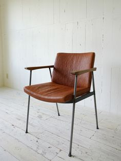 TRUCK|214. FURROWED-LEATHER ARM DINING CHAIR