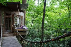 Dieser Baumhaus Traum Verfügt über Mehrere Besonderheiten. Wohnzimmer,  Schlafzimmer Und Veranda Verteilen Sich