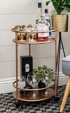 Rose Gold Drinks Trolley with 2 Tiers Art Deco Vintage Home Bar Cart - Home Decor - You are in the right place about french art deco interior Here we offer you the mos Bar Cart Styling, Bar Cart Decor, Gold Drinks, Bar Drinks, Drink Display, Tea Trolley, Cocktail Trolley, Drink Cart, Vintage Bar Carts