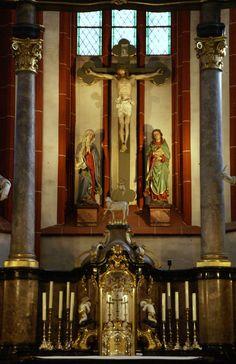 Bingen, Basilika St. Martin, Hochaltar, Kreuzigungsgruppe