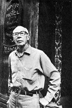 henry miller | Henry Miller poses in the doorway of the Hôtel Princesse in 1969