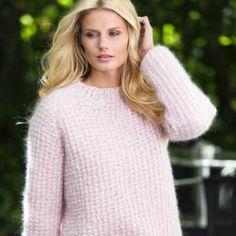 En lækker og hjemmestrikket sweater til den mere overskyet sommerdag. Drops Baby Alpaca Silk, Free Knitting, Knitting Patterns, Crochet Pattern, Knit Crochet, Angora Sweater, Work Tops, Stockinette, Ponchos