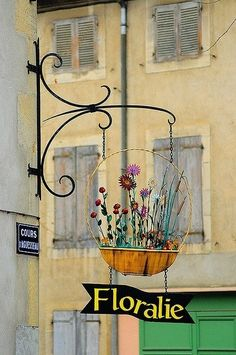 Chalabre, Languedoc-Roussillon, France Just had to pin this wonderful flower shop sign. Storefront Signs, Pub Signs, Flower Market, Flower Shops, Store Signs, Display Design, Hanging Signs, Store Fronts, Vintage Signs