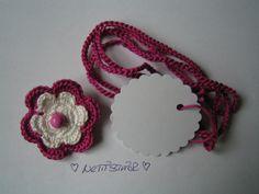 Dieses süße GeschenkSet ist eine schöne Idee, ein Geschenk mal etwas anders einzupacken :)    Das Set besteht aus einer Kleinen BlütenBrosche, eine...