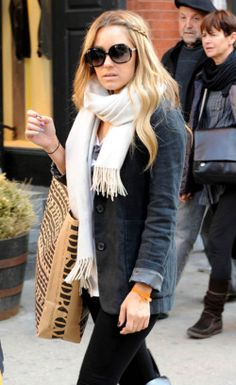 Lauren Conrad was one of Emma's friends when she visited New York. I love this cosy and warm look, perfect for the chilly New York winter.