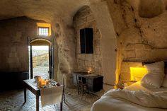 HOME  GARDEN: Un hôtel troglodyte en Italie