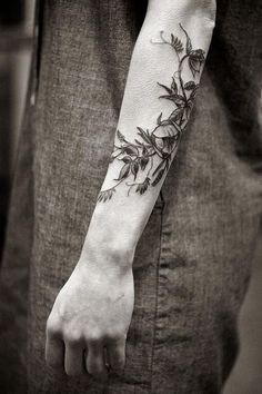 flower-plant-botanical-tattoos-alice-carrier-16: