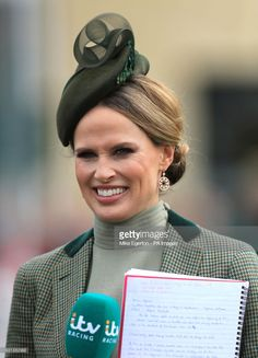 Stunning green teardrop percher hat by Jane Taylor. Francesca Cumani during Champion Day of the 2018 Cheltenham Festival at Cheltenham Racecourse. Races Fashion, Adventure Style, Grand National, Wearing A Hat, Tv Presenters, Head And Neck, Race Day, Cheltenham Racecourse, Champion