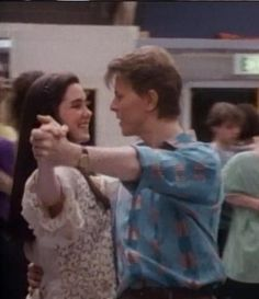 Dance rehearsal for Jennifer Connelly (aka Sarah) and David Bowie (aka Jareth the Goblin King) for the Masquerade Ball scene in the 1986 movie Labyrinth. David has great form! Love a man that can dance! I love these pictures. David Bowie Labyrinth, Labyrinth Movie, Labyrinth 1986, Jim Henson, Fraggle Rock, The Thin White Duke, Goblin King, Jennifer Connelly, Lucky Girl