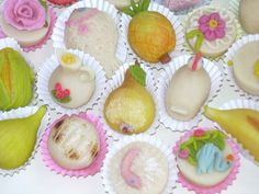 Doces Finos are among the most popular delicacies of Algarve. These little pieces of confectionery are made with almond paste, custard filling and manually painted with dye. Its shapes can be the traditional fruits, fish, birds or flowers.