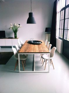 Steigerhout tafel Thinkwood: leuk idee tafel, zou zelf minder grof hout kiezen e. Kitchen Dinning, Dining Room Table, Decorating Your Home, Interior Decorating, Interior Design, Deco Cool, Dining Room Design, Kitchen Interior, Interior Inspiration