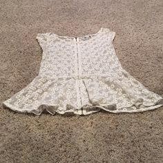 AEO Top Cute American eagle top! Perfect for a nice summery or spring outfit! American Eagle Outfitters Tops Blouses