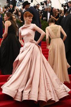 Karen Elson is wearing Zac Posen. Met Gala 2014. Posted by The New York Times