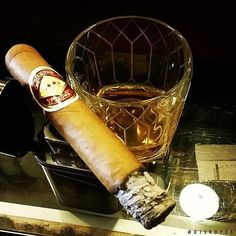 #Cigar #Cigars #CigarLife #stogie #stogies #robusto #botl #vintage #nowsmoking #cigarreview #tabacco #cigarafficionado #sotl #cigarlounge