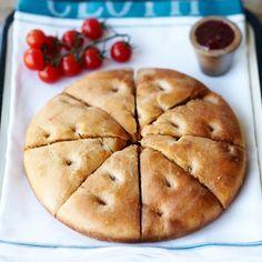 オーブン無し、薄力粉メインで作れる「フォカッチャ」のレシピをご紹介します!いつものパン食を豪華な味わいにしてみませんか?