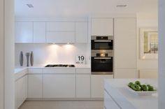 Оформление белых кухонь