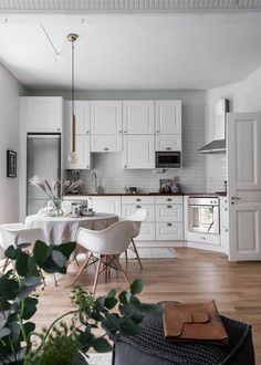 This kitchen is just gorgeous. It's modern minimalist with a inviting warmth. The raised panel cabinet doors are a lot of what makes it look so classic and homey.