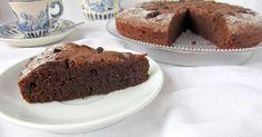"""Esta deliciosa tarta de chocolate es una versión de la famosa """"torta de chocolate caprese"""", un dulce típico de Italia, concretamente de la I..."""