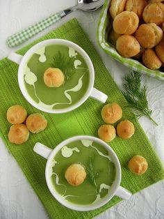 Kuchnia szeroko otwarta: Zielono mi! Krem z zielonego groszku z rukolą i domowym groszkiem ptysiowym