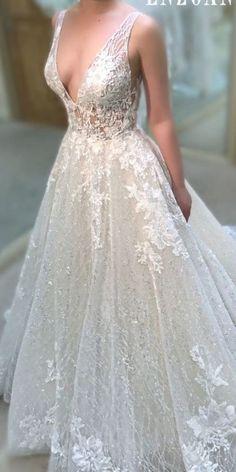 Enzoani Plain Wedding Dress, Classic Wedding Dress, Princess Wedding Dresses, Modest Wedding Dresses, Colored Wedding Dresses, Bridal Dresses, Wedding Gowns, Mermaid Dresses, Lace Mermaid