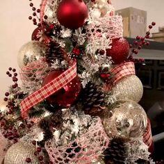 Rose Gold Christmas Decorations, Elegant Christmas Trees, Christmas Tree Design, Christmas Tree Themes, Christmas Tree Toppers, Christmas Tree Decorations, Christmas Holidays, Christmas Crafts, Black Christmas
