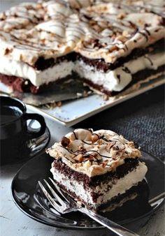 The world's best chocolate cake - Franciska Beautiful World Sweet Recipes, Cake Recipes, Dessert Recipes, Pudding Desserts, No Bake Desserts, Yummy Drinks, Yummy Food, Norwegian Food, Sweets Cake