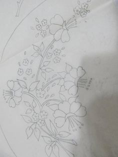 This Pin was discovered by abd Border Embroidery Designs, Floral Embroidery Patterns, Hand Embroidery Stitches, Crewel Embroidery, Vintage Embroidery, Ribbon Embroidery, Flower Art Drawing, Wreath Drawing, Bordado Floral