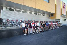 El rojo motiva. Celebra la Vuelta de Alberto Ccontador poniendo cinta de manillar roja en tu bici.