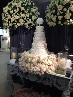 I found this on the web interesting. I wonder how many roses were used?