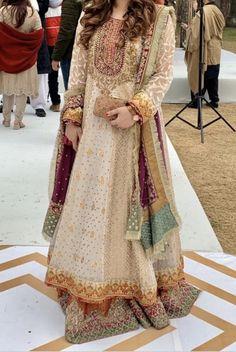 Source by safaarif ideas pakistani Pakistani Fancy Dresses, Party Wear Indian Dresses, Pakistani Fashion Party Wear, Pakistani Wedding Outfits, Dress Indian Style, Pakistani Wedding Dresses, Pakistani Dress Design, Bridal Outfits, Indian Wear