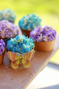 PRETTY Vanilla Cupcakes with vanilla buttercream