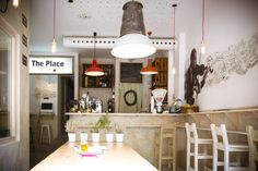 . The PALACE MADRID, Calle Noviciado, 16 . Huelen a madera, tienen sofás y sirven cócteles: así son los nuevos cafés - Noticias de Estilo de Vida