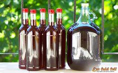 Anyósomék hoztak nekünk egy jó adag kg) meggyet, amelynek kisebbik részéből… Alcoholic Drinks, Beverages, Whiskey Bottle, Red Wine, Rose, Glass, Blog, Decor, Pink