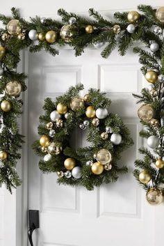 20+ decoraciones navideñas para la puerta de entrada