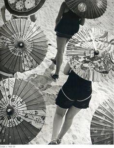 Parasols; photograph by Martin Munkácsi. 1928