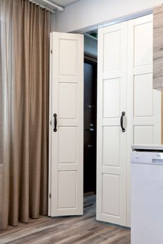 JORO taitto-ovi on taiteseinää kevyempi tilanjakaja kohteisiin, joissa ei vaadita äänieristävyyttä. Tall Cabinet Storage, Locker Storage, Gates, Lockers, House, Furniture, Home Decor, Google, Ideas