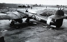 Photos of the World War 2 British twin engined fighter the Westland Whirlwind. Prototype, RAF in service and company development photos Navy Aircraft, Ww2 Aircraft, Military Aircraft, Raf Bases, Westland Whirlwind, Plane Photos, Ww2 Planes, Battle Of Britain, Royal Air Force