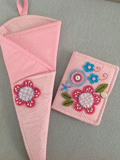Porta agulhas e porta tesouras com aplicações de feltro,bordados e miçangas