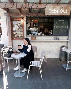a cute cafe in #shimokitazawa #tjinfinewinter by kartoonie