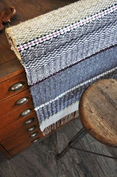 New Hobbies, Woven Rug, Loom, Hand Weaving, Textiles, Crafts, Blue, Rag Rugs, Rug Ideas