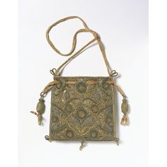 Purse, England, 1600-1635; Victoria & Albert Museum No. T.10-1922; pattern of roses & pea pods