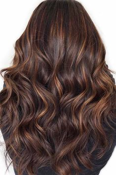 Dark brown hair is beating all the charts these days. And there is no wonder why, as all these hues of brown are so versatile that it is difficult not to fall in love with them. Today we will try to open the world of dark brown hair color a little wider f