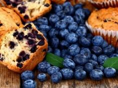Learn how to make these delicious sugar-free blueberry muffins. Healthy Sugar, Healthy Foods To Eat, Healthy Eating, Healthy Recipes, Healthy Treats, Sugar Free Blueberry Muffins, Blue Berry Muffins, Lemon Juice Uses, Stress Food