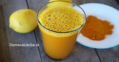 You have probably heard about lemon water and its many health benefits, but have you tried adding turmeric to it? Combining lukewarm lemon water and turmeric makes a powerful healing beverage Detox Tee, Turmeric Lemonade, Lemon Water In The Morning, Turmeric Detox, Turmeric Drink, Turmeric Water, Turmeric Root, Turmeric Curcumin, Natural Treatments