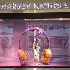 Surreal summer #harveynichols #hndubai #visualmerchandising #windowdisplay #retaillife #visualmerchandiser #vmdaily via @rhianiii