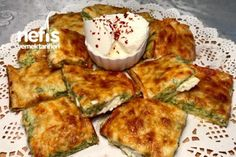 Baked zucchini (Great) recipe Source by emelaladag Finger Food Appetizers, Finger Foods, Great Recipes, Keto Recipes, Turkish Recipes, Ethnic Recipes, Bake Zucchini, Cheese Pies, Baked Pumpkin